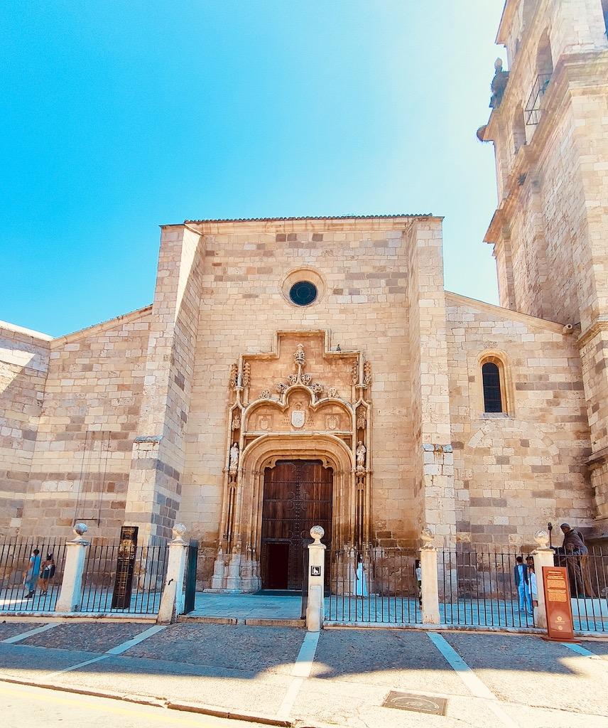 Alcala de Henares Catedral Magistral facade